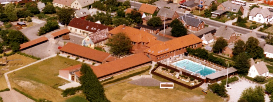 Ugerløse skole, udateret luftfoto, nok fra midt i 1970'erne