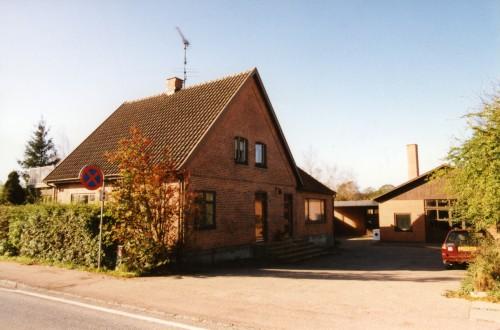 Hovedgaden 56-58. Her boede Tage og Gudrun Johansen. Privatfoto.