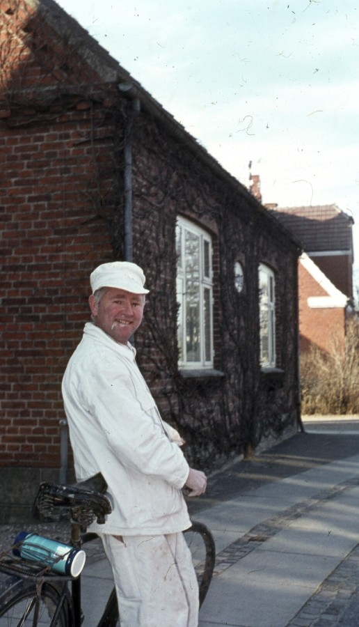 Murer Henry Jørgensen som var bror til Rud Jørgensen forand Hovedgaden 26
