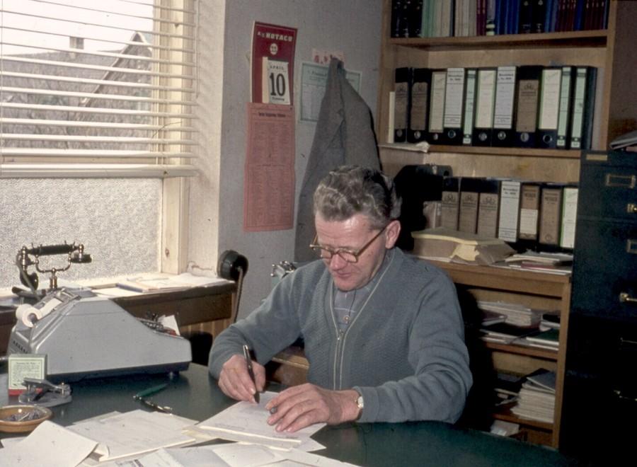 Embedsmand på kontor