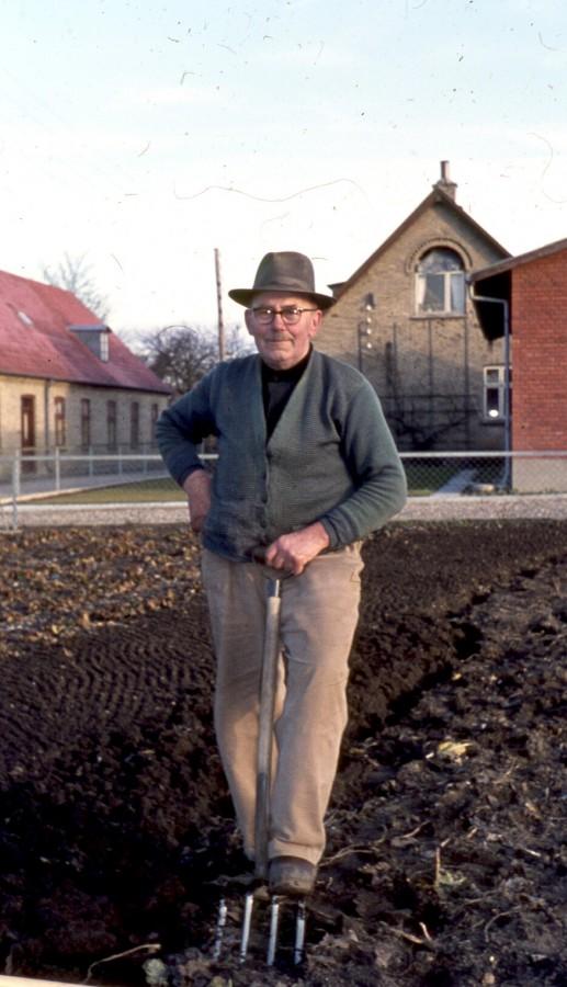 Kr Bejerholm i sine grøntsager på Kresten Boers Vej