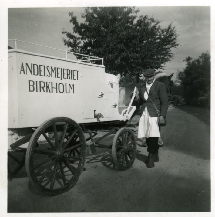 Mælkehandleren ved sin hestetrukne vogn