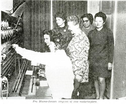 Damer ved omstillingsbordet