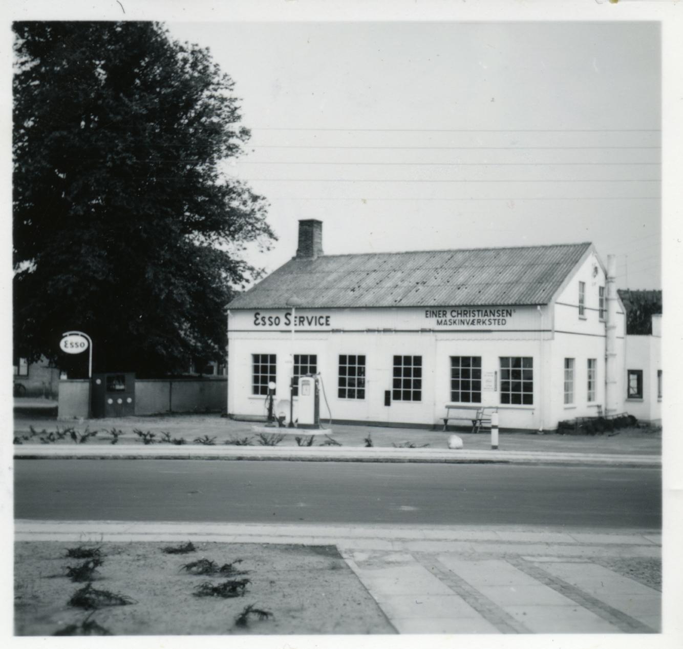 Billede 13 Smedegården Østrupvej 124 mens Einer Christiansen havde Maskinværksted på adressen.