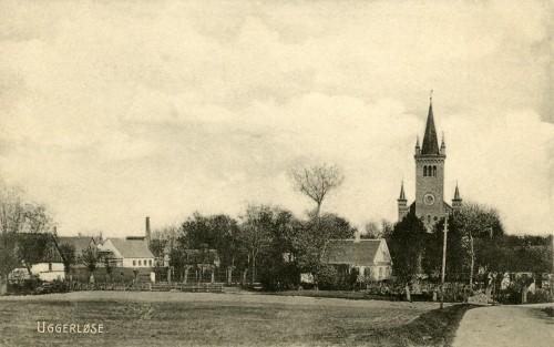 Østrupvej ca. 1905 - Billede 49 Th. er det Østrupvej ind mod kirken. Næsten ingen af de øvrige huse man ser på billedet findes længere.