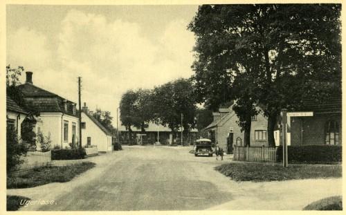 Bonderupvej ca. 1930 - Billede 10 Th. går vejen til Tølløse og bemærk den en af byens fire tankstationer.