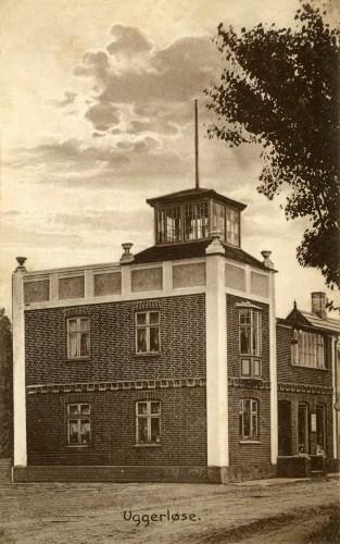 Ugerløse ca. 1910 - Billede 15 Hovedgaden 31 - urmagerhuset. Tårnet blev benyttet som observatorium. Da det blev nedtaget engang i 1960'erne blev det sat bagerst i haven og benyttet som pavillon.