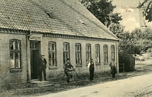 Ugerløse ca. 1916 - Billede 17 Uggerløse Kro i den halvdel af Brugsens bygning som lå nærmest kirken. Senere blev det afholdskro, hvor der en gang om måneden blev vist film af en rejsebiograf.