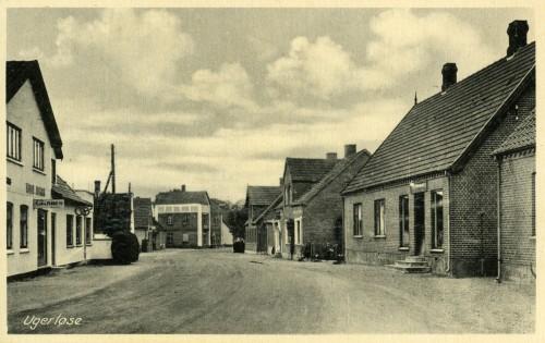 Hovedgaden ca. 1940 - Billede 18 Tv. er det bageren, Hovedgaden 21.