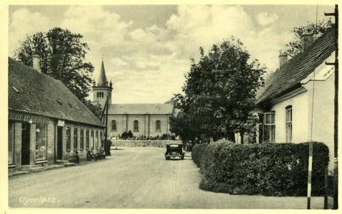 Hovedgaden ca. 1935 - Billede 21 Ugerløse Brugsforening og Afholdskroen tv.