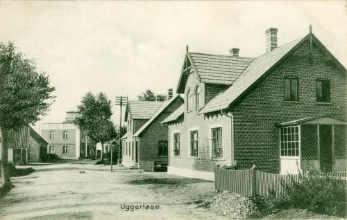 Hovedgaden ca. 1908 - Billede 28 Nærmest th. er det nr. 28 og dernæst nr. 30.