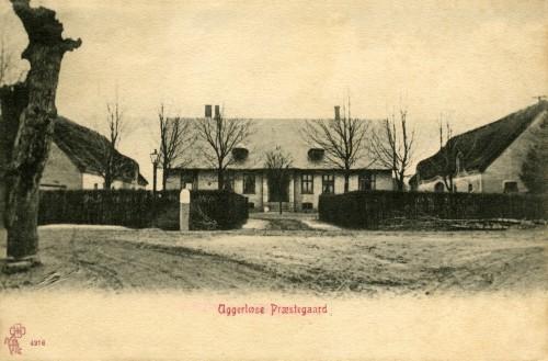 Uggerløse Præstegård ca. 1905 - Billede 32 Overdraget til Tølløse Kommune sidst i 1960'erne, og har siden fungeret som byens forsamlingshus - Ugerløse Fritidscenter.
