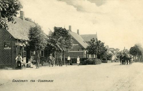 Hovedgaden ca. 1905 - Billede 35 T.v. er det nr. 5 (med købmandsforretningen og nr. 7 med Slagter Ravn.