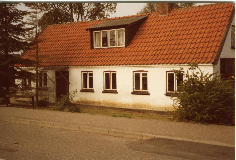 Billede 21 Lilleskovvej 1 (Kirkevej) huset nedrevet 1982, for at give plads til kirkens parkeringsplads Foto: Gunnar Christensen