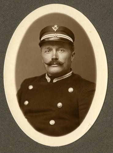 En af de gamle postbude fra Uggerløse Brevsamlingssted - Vi ved ikke hvad han hed.