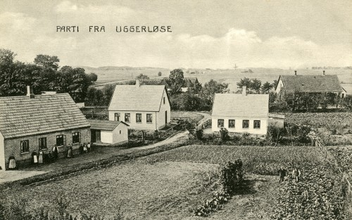 Strædet ca. 1910 - Billede 38 Fra venstre er det Strædet 3, 5 og 6. Bagerst th. er det Kirkevej 6-8 - også kaldet Villa Ro. Opført som et hus under organisationen Arbejdet Adler.