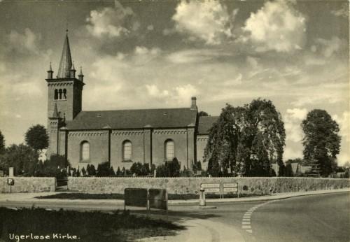 Ugerløse Kirke ca. 1960 - Billede 41 Hovedgaden og Østrupvej før rundkørslen.