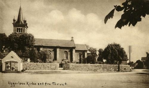Ugerløse kirke ca. 1930 - Billede 60 Billedet er taget efter 1919, idet spiret er erstattet af en skorsten. Den sad på kirken indtil den 21. oktober 1991.