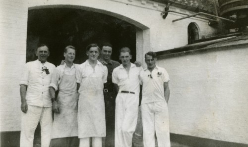 Personalet ved Ugerløse Mejeri før 1945 Personerne f.v. er Mejeribestyrer Laurits Hansen, ukendt, Yngve Sverregaard, ukendt, Erling Sverregaard, ukendt. Tak for billedet til Grethe Rink (datter af Erling Sverregaard)